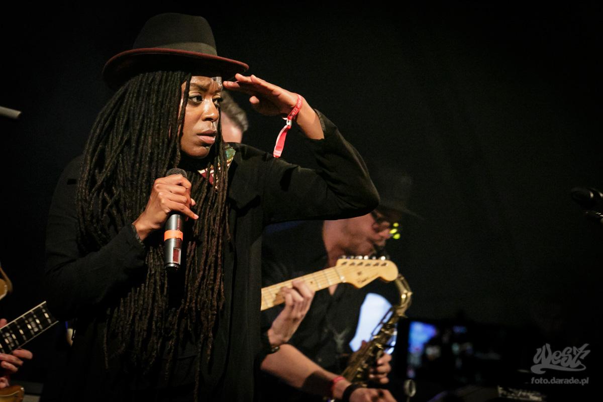 #10 Akua Naru x DIGFLO Band , Hip Hop Kemp, 2015